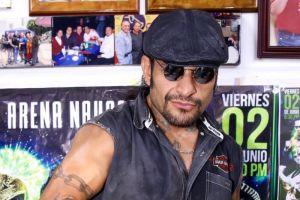 Luchador mexicano 'Cibernético' desea la muerte de los candidatos a la presidencia