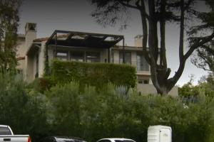 Una mujer en pantalones cortos distrae a un guardia para robar un hogar multimillonario en L.A.