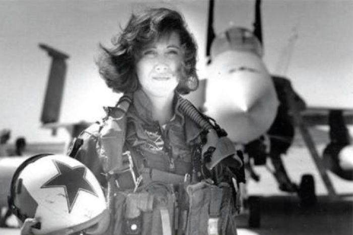Le dijeron que no había mujeres piloto profesionales y realizó un aterrizaje de emergencia salvando la vida de 147 pasajeros