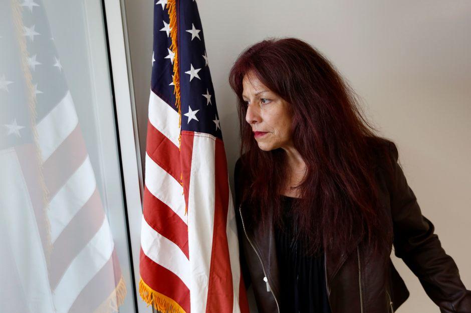 Ciudadana de EEUU deportada cinco veces entabla millonaria demanda contra el gobierno federal