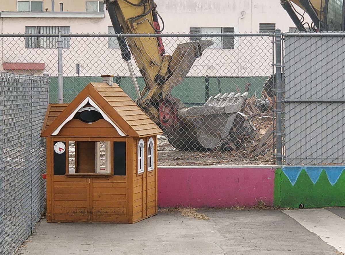 Comunidad lucha denuncia construcción tóxica adyacente a escuela