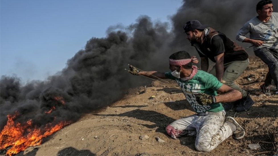 Israel niega las acusaciones y culpa a Hamas de las víctimas.
