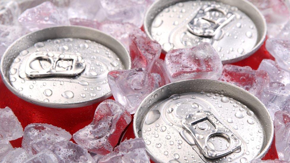 Lanzan en EEUU las primeras latas de bebidas del mundo que se enfrían solas