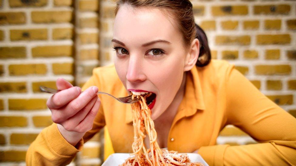 La pasta es un alimento que no contiene grasas y aporta energía de calidad al organismo. Es versátil, deliciosa y aporta un considerable contenido en fibra.