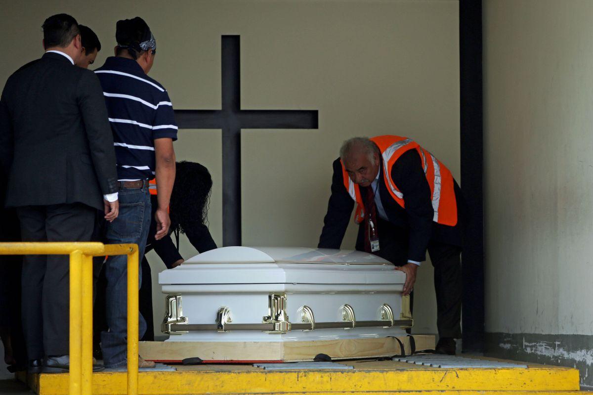 Guatemala: Familiares de la joven muerta en la frontera reciben sus restos