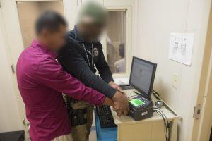 ICE dispara el número de órdenes de detención en el tercer estado con más indocumentados en EEUU