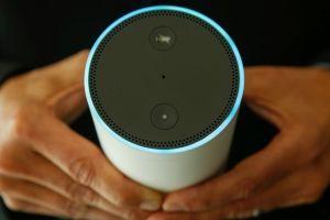 Alexa, el asistente de voz de Amazon, escuchó una conversación privada de una pareja ¡y se la envió a sus contactos!
