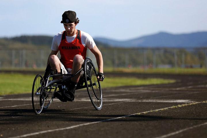 Un estudiante de Oregon tiene un accidente y se recupera convirtiéndose en mejor atleta