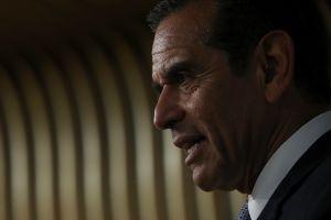 Villaraigosa llega tercero en sondeos a 5 días de las primarias californianas