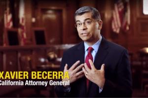 Xavier Becerra filmó anuncios ilegalmente en tribunales estatales, según su principal oponente