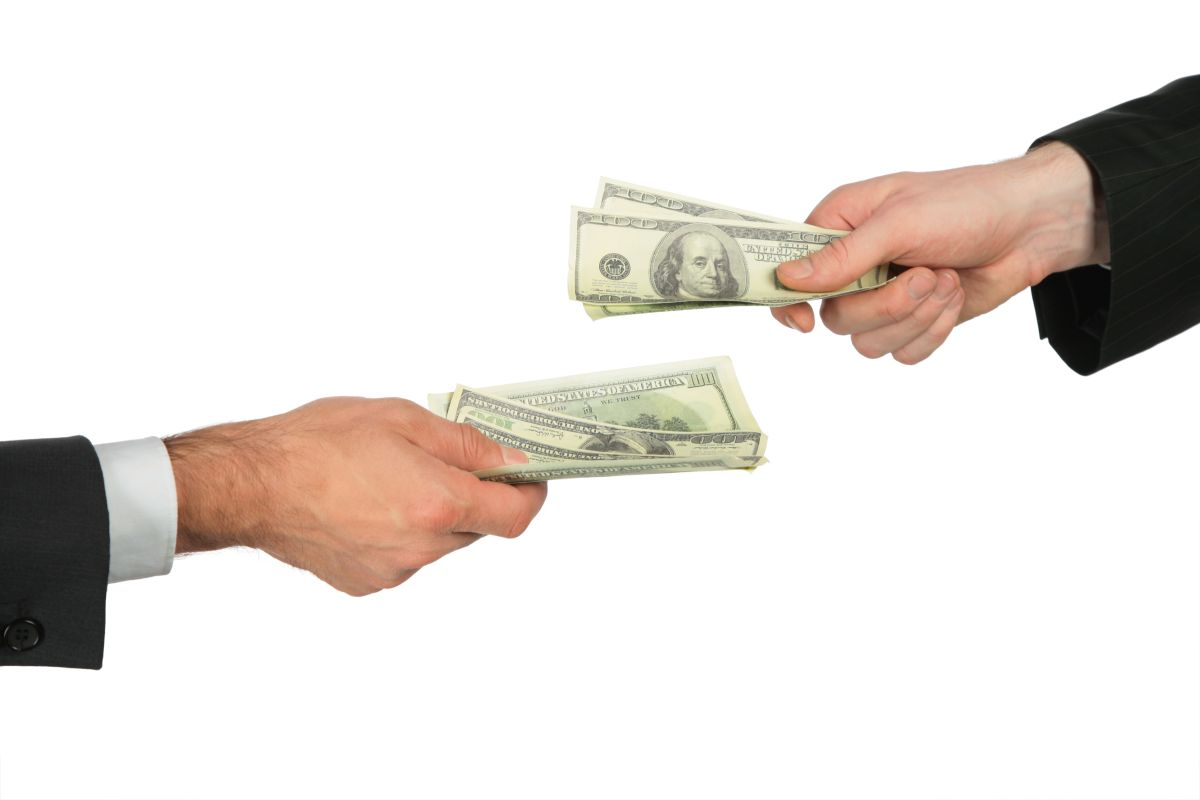 Obligado a pagar a su ex más de $175,000 dólares por haber hecho las tareas del hogar