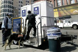 Costa Mesa se echa para atrás respecto al baño para indigentes