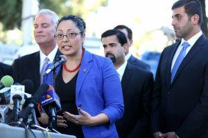 La asambleísta Cristina García busca la reelección pese a las acusaciones de acoso