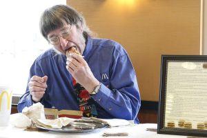 Adicto a las hamburguesas: Ha comido 30,000 Big Macs en 46 años