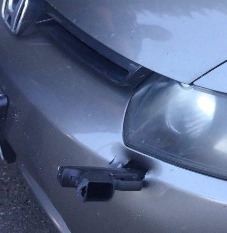 El extraño objeto volador que se incrustó en un auto en una vía de Washington