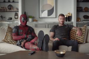 Vídeo: David Beckham se rindió ante los encantos y abrazos de Deadpool