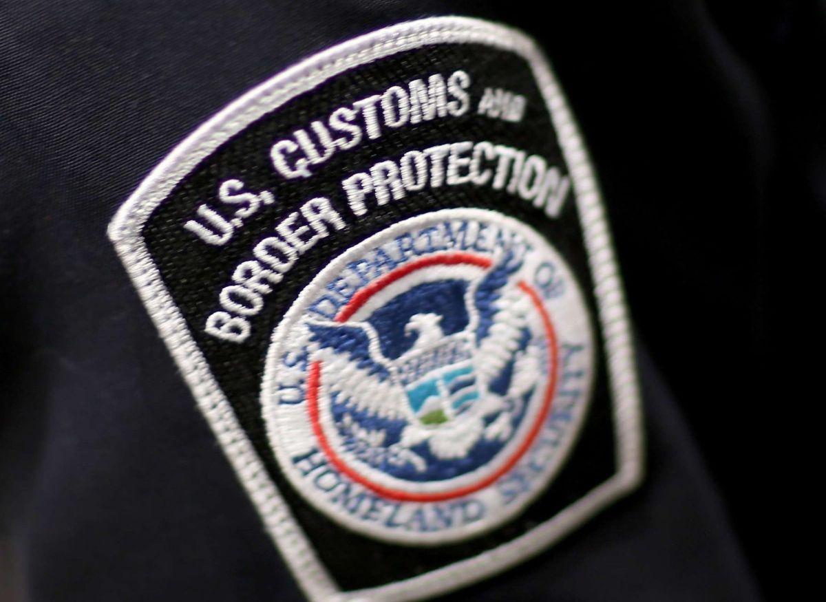 Oficiales de CBP detectaron los documentos.