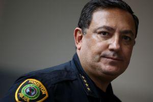 Art Acevedo, jefe de Policía de Houston, se harta de opositores al control de armas