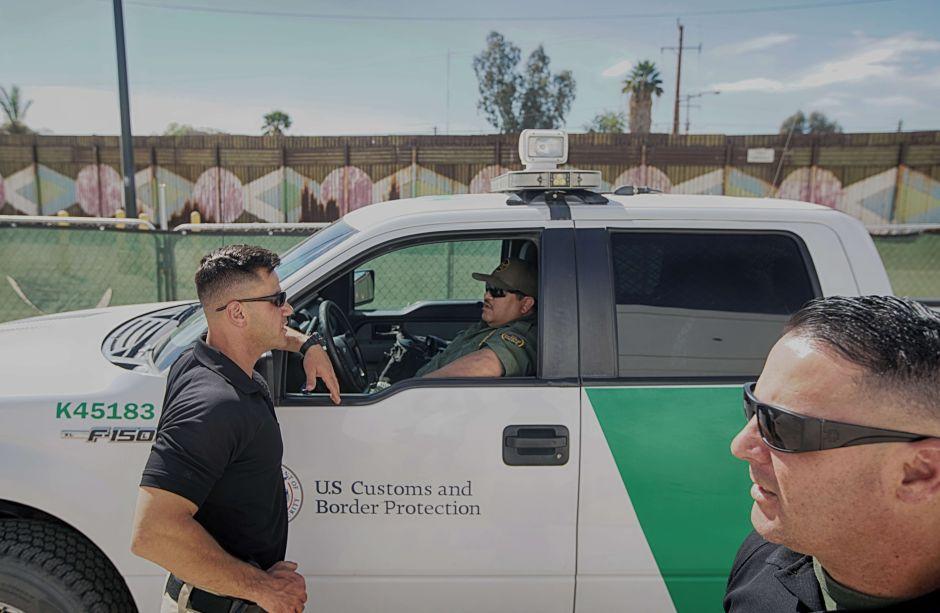 """Inmigrante demanda a """"La Migra"""" por falsificar documentos para deportarlo"""
