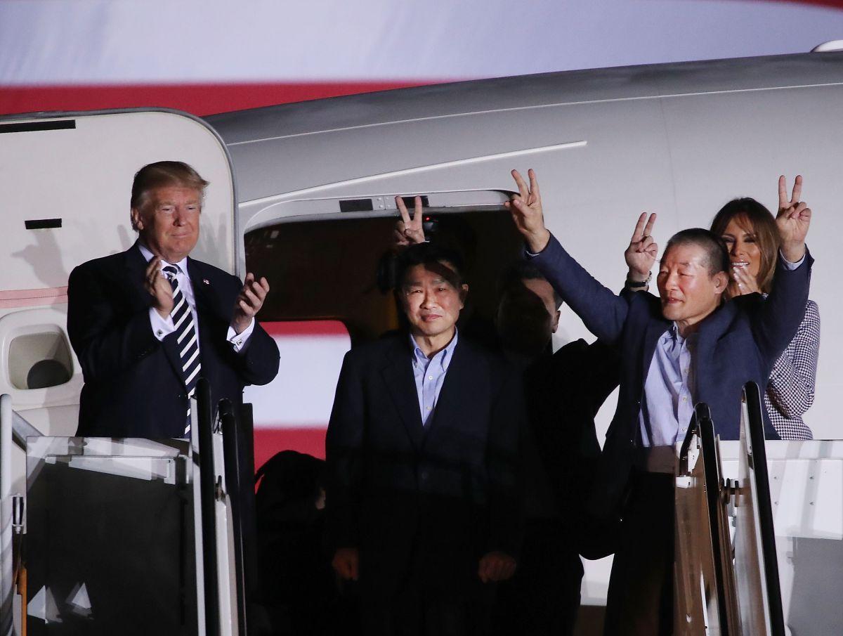 Trump recibe como héroes a tres estadounidenses liberados por Corea del Norte