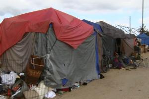 El juez exige acción sobre la crisis de personas sin hogar en el Condado de Orange