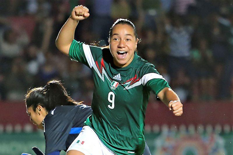 La delantera mexicana Charlyn Corral es parte de la campaña #AcceptTheChallenge