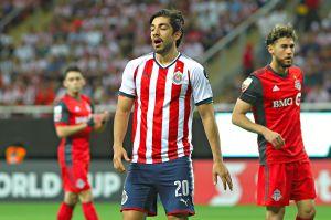 Rodolfo Pizarro lanzó dardo a directiva de Chivas por no pagarle premios