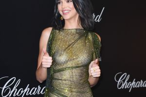 Fotos: Kendall Jenner se presentó casi desnuda en Cannes