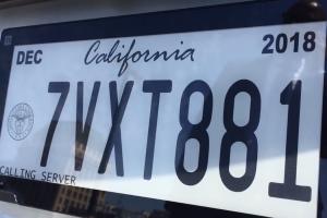 """California lanza las primeras placas """"digitales"""" de Estados Unidos"""