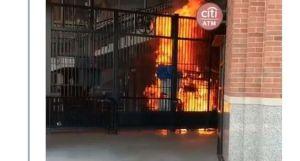 Incendio en el estadio de los Mets genera más chistes que pánico