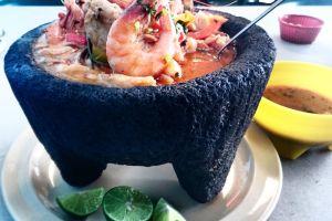 Cómo preparar uno de los platos mexicanos más deliciosos, el molcajete de mariscos