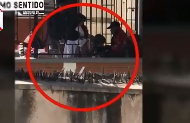 Video: Captan a monja golpeando a anciano en asilo