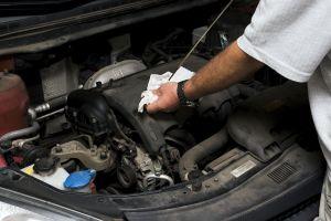 ¿Qué olores te indican que algo va mal en tu auto?