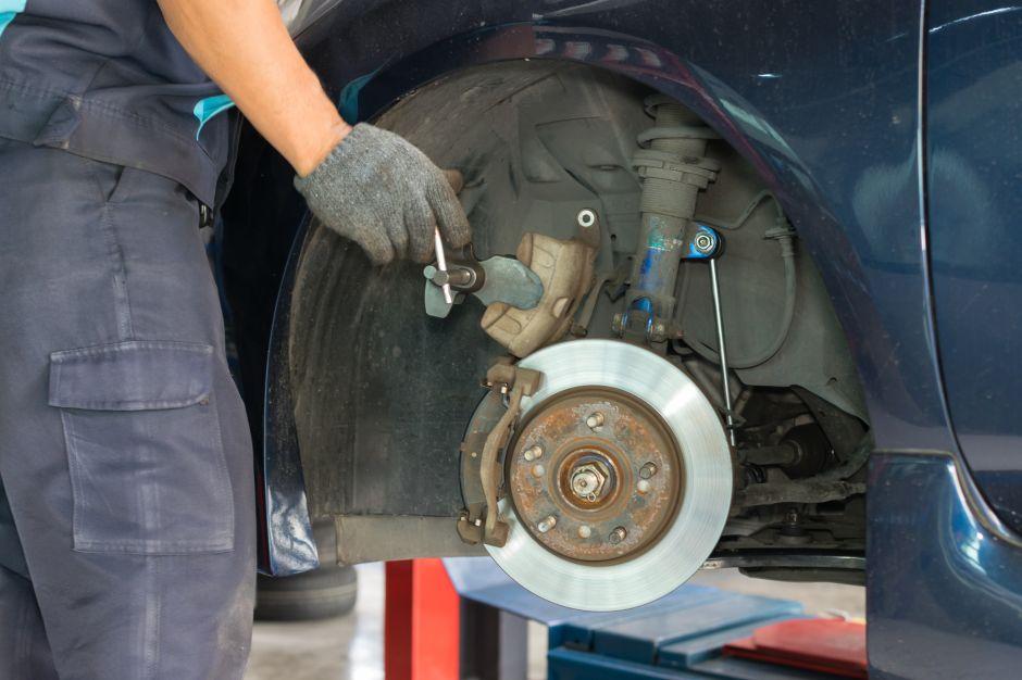 ¿Cuándo y por qué es importante cambiar las balatas de tu auto?