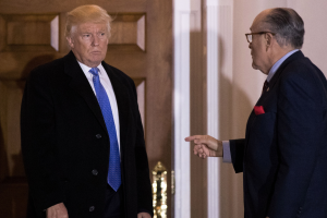 Giuliani revela que Trump reembolsó a Michael Cohen los $130,000 que le pagó a Stormy Daniels