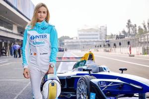 Carmen Jordá, la piloto de autos más bella del mundo