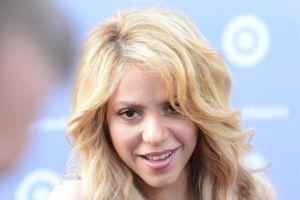 Vídeo: Shakira vuelve alterar a sus fanáticos por no hablar en español