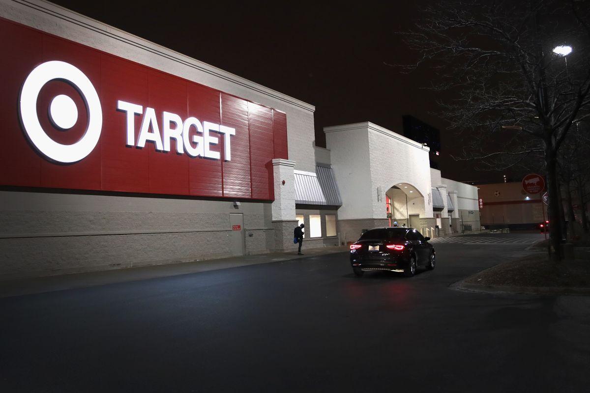 Buscan a sospechoso de robar 30 sucursales de Target a lo largo del sur de California