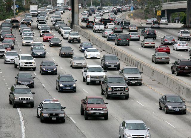 Legislador de California propone carriles sin límite de velocidad en dos autopistas del estado