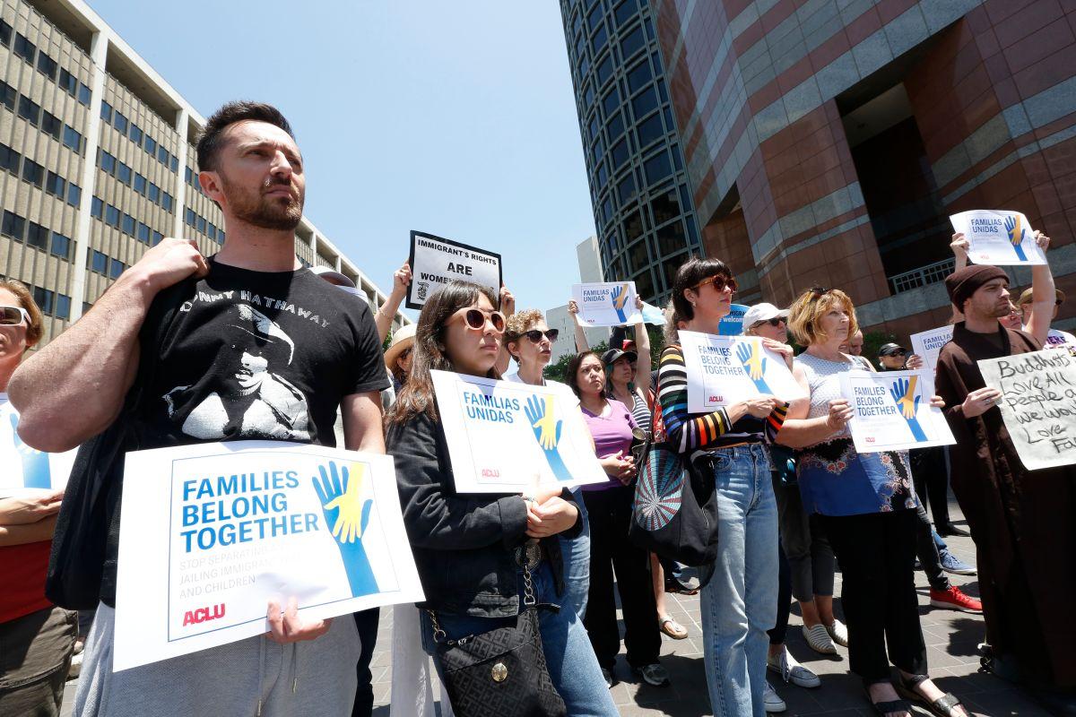 El grupo se reunión frente al edificio federal del centro de L.A.. / Foto: Aurelia Ventura.