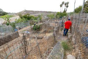 Agricultores de jardín comunitario piden agua para sus cultivos