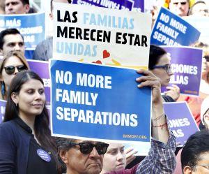Juez Sabraw congela temporalmente deportación de familias recién reunificadas