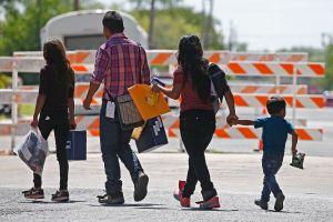 Tribunal ratifica que ICE no puede retener a niños en centros de detención
