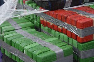 Guardacostas descarga 14,000 libras de cocaína decomisadas en Florida