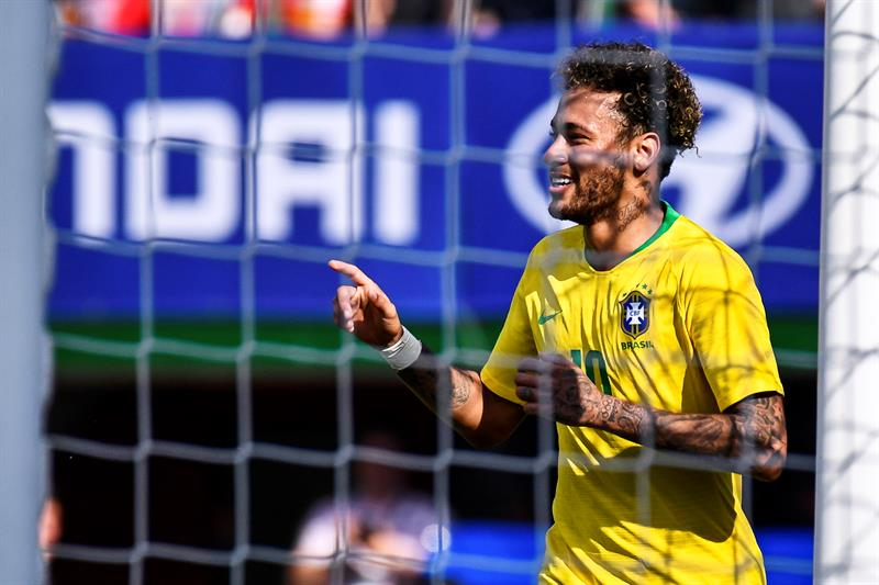 Neymar será el hombre record de Brasil afirma Romario