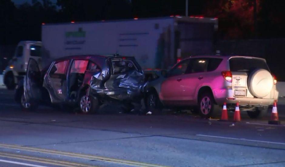 Padre e hijo mueren en accidente de tránsito en la autopista 405