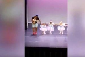 Video: Padre sale al rescate de su hija en muestra de ballet y enternece a toda la red