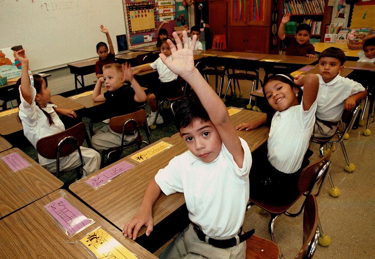 Ante ataques contra el español, escuelas públicas de California buscan promover el bilingüismo