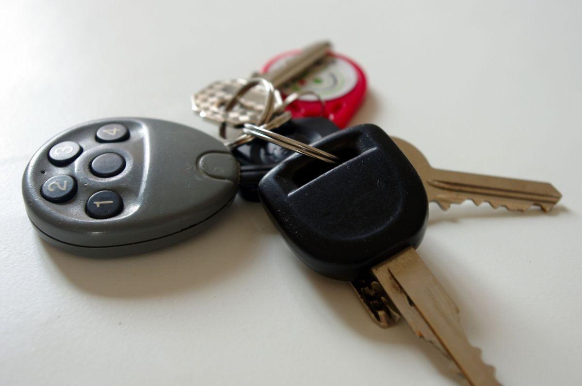 Precaución: Hombre de la tercera edad muere a causa de vehículo con llave automática