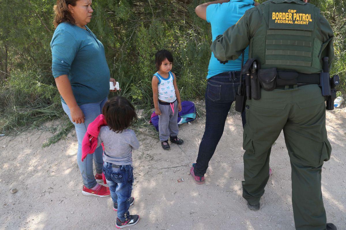 CBP dejará de separar familias en la frontera, por ahora.